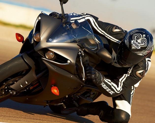 2013-Yamaha-YZF-R1-10
