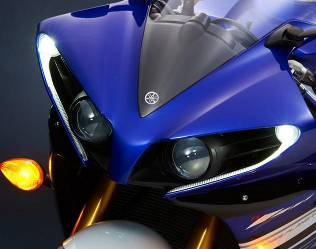 2013-Yamaha-YZF-R1-15