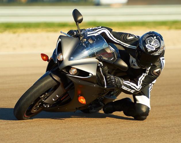 2013-Yamaha-YZF-R1-3