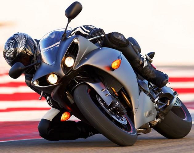 2013-Yamaha-YZF-R1-4