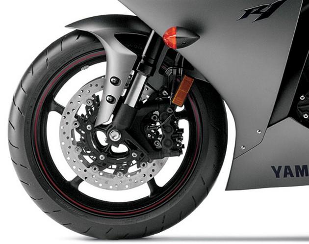 2013-Yamaha-YZF-R1-7