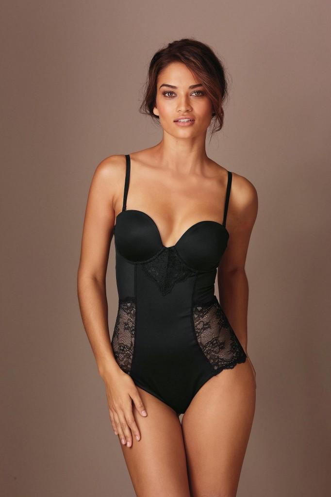 Shanina-Shaik-Next-lingerie-18-682x1024