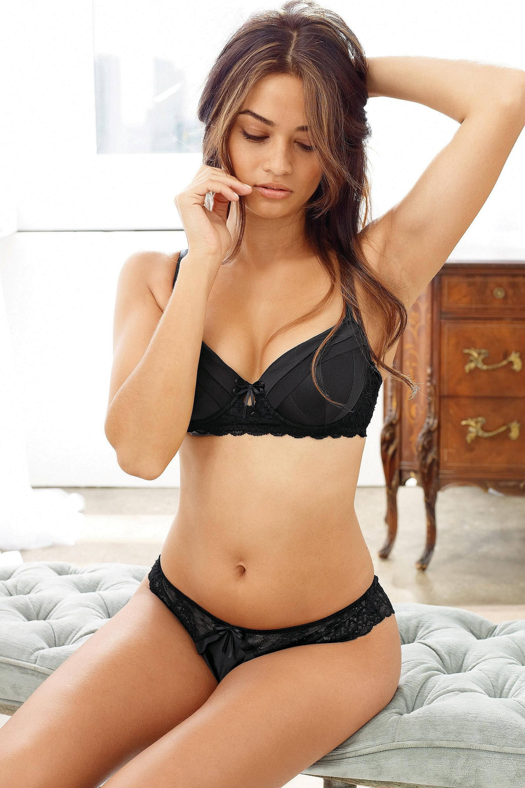 Shanina-Shaik-Next-lingerie-2