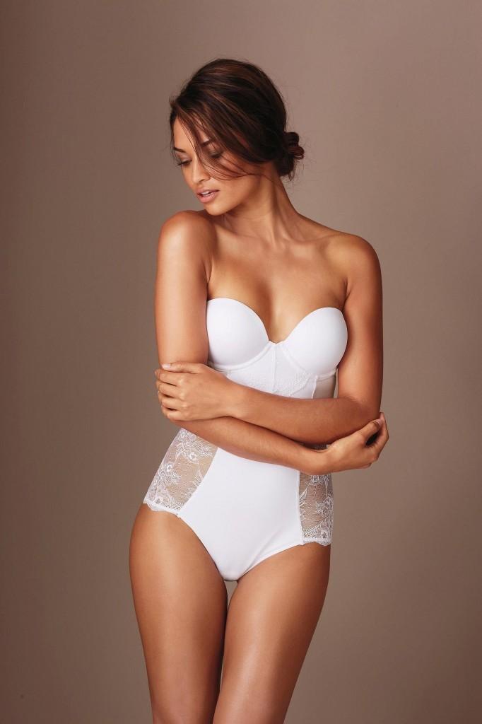 Shanina-Shaik-Next-lingerie-20-682x1024