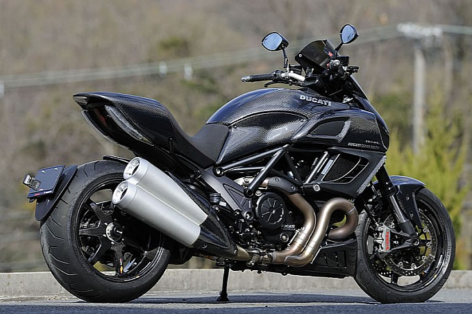 ducati-diavel-fully-covered-in-magical-racing-carbon-photo-gallery-medium 2