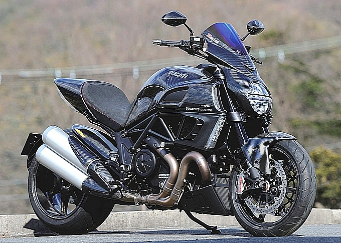 ducati-diavel-fully-covered-in-magical-racing-carbon-photo-gallery-medium 9