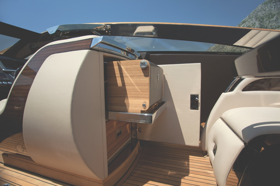 Luxury-Yacht-Design-00