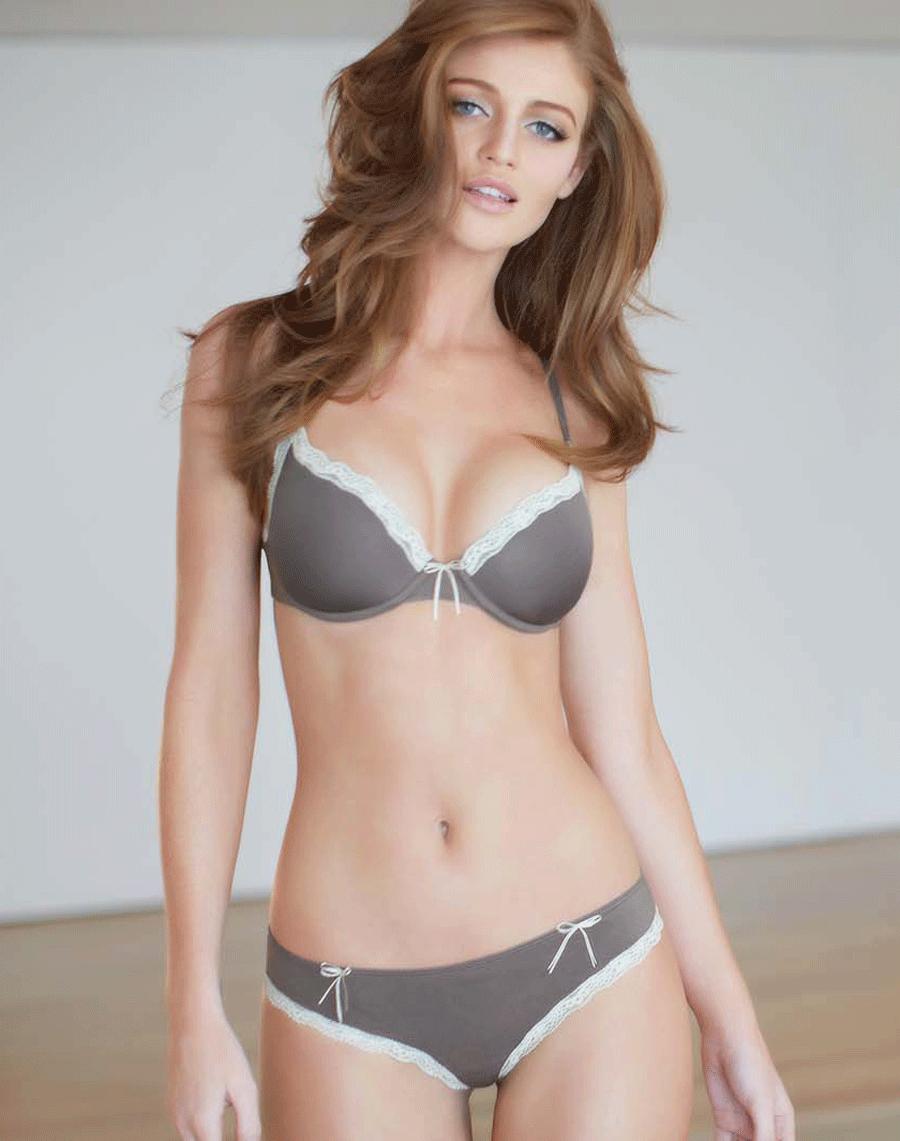 красивое женское тело в постели фото