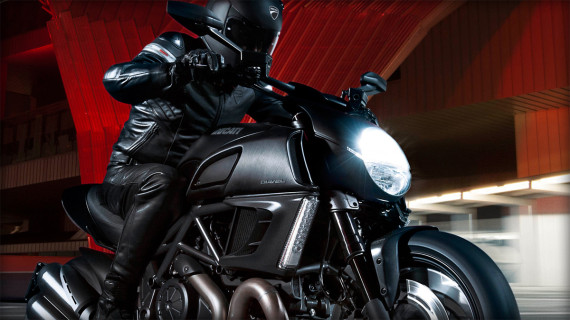 ducati-diavel-dark-motorcycle-09