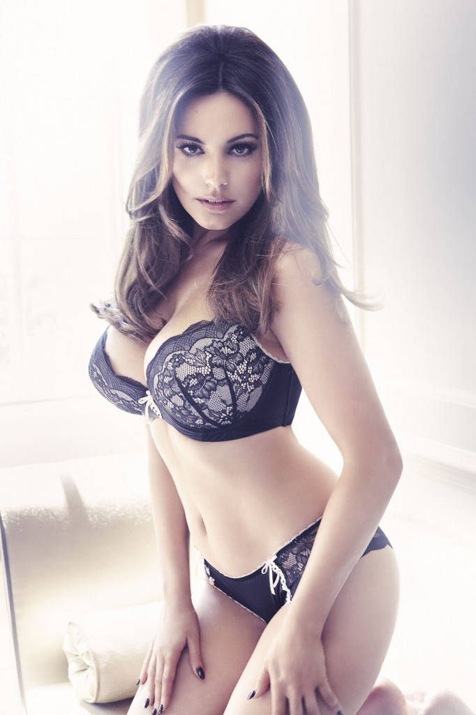 Kelly-Brook-New-Look-lingerie-3-682x1024
