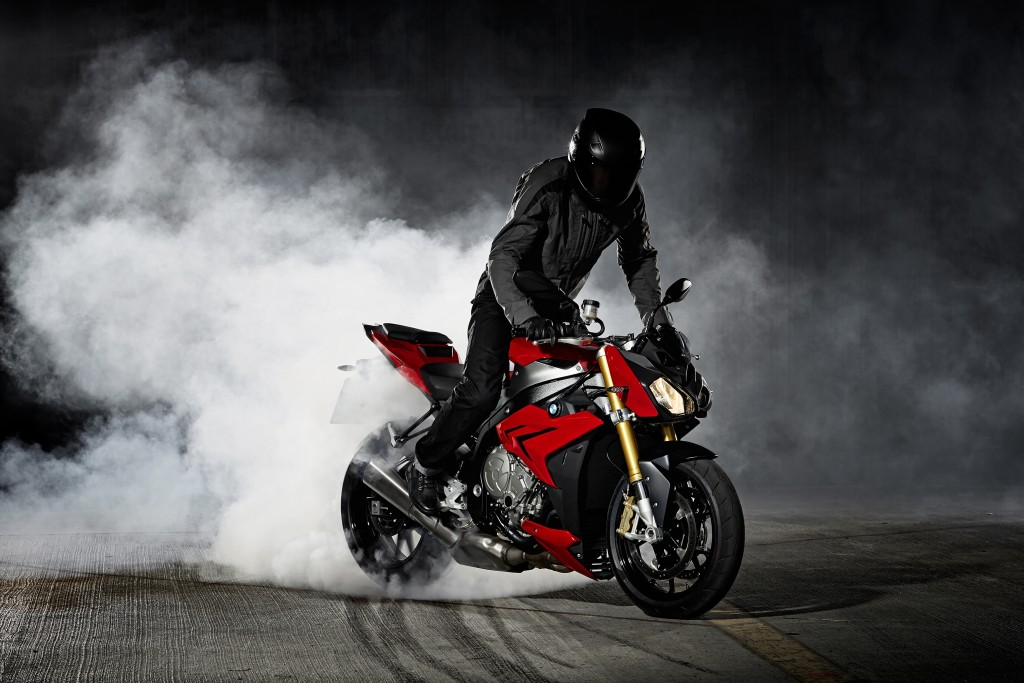 2014-bmw-s1000r-even-more-evil-than-the-rr-photo-gallery 10-1024x683