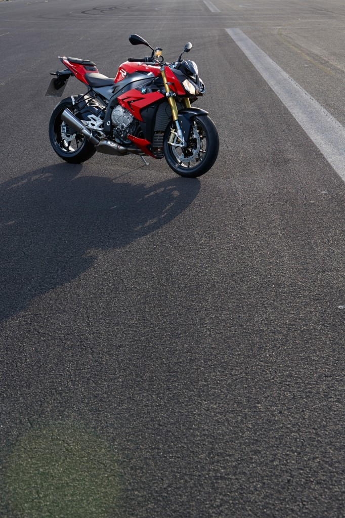 2014-bmw-s1000r-even-more-evil-than-the-rr-photo-gallery 36-682x1024