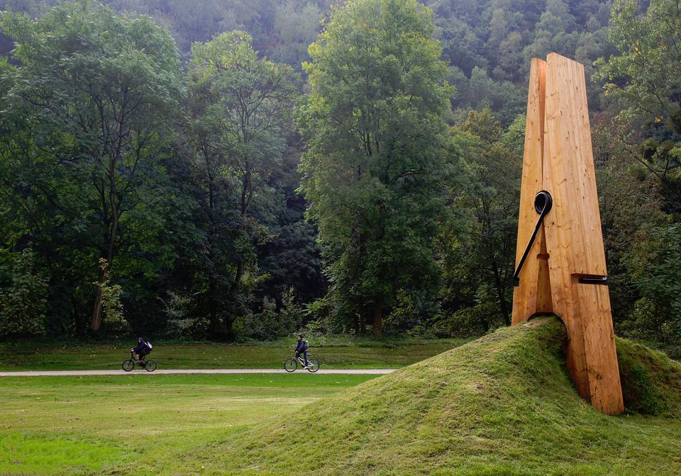 10giant-wooden-clothespin