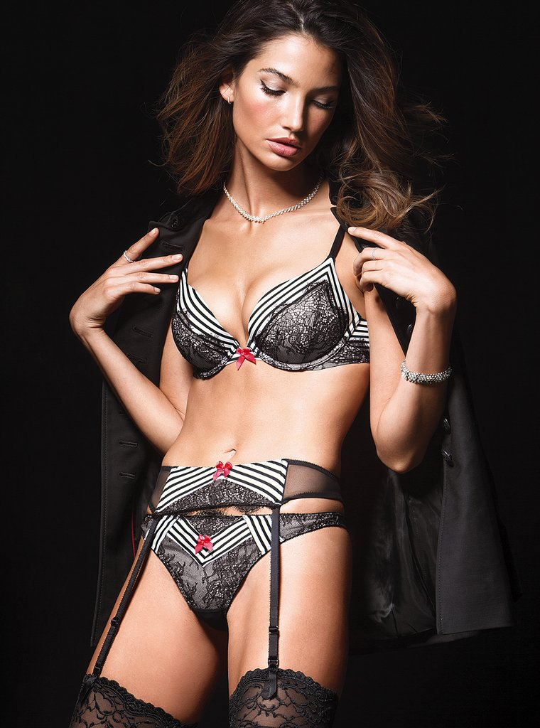 Lily-Aldridge-VS-lingerie-4