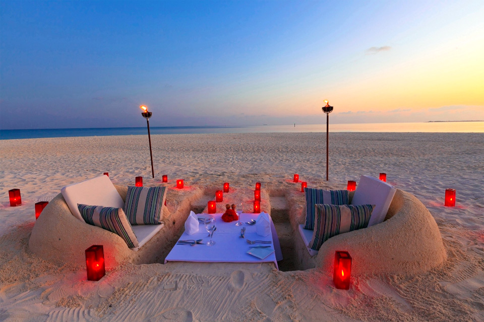 10romantic-beach-dining