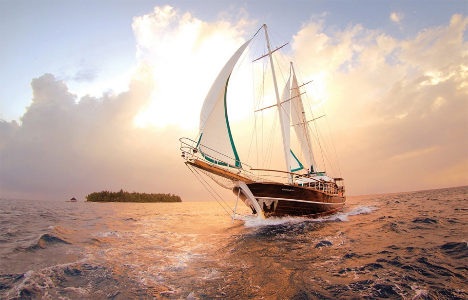 9sailing-through-maldives