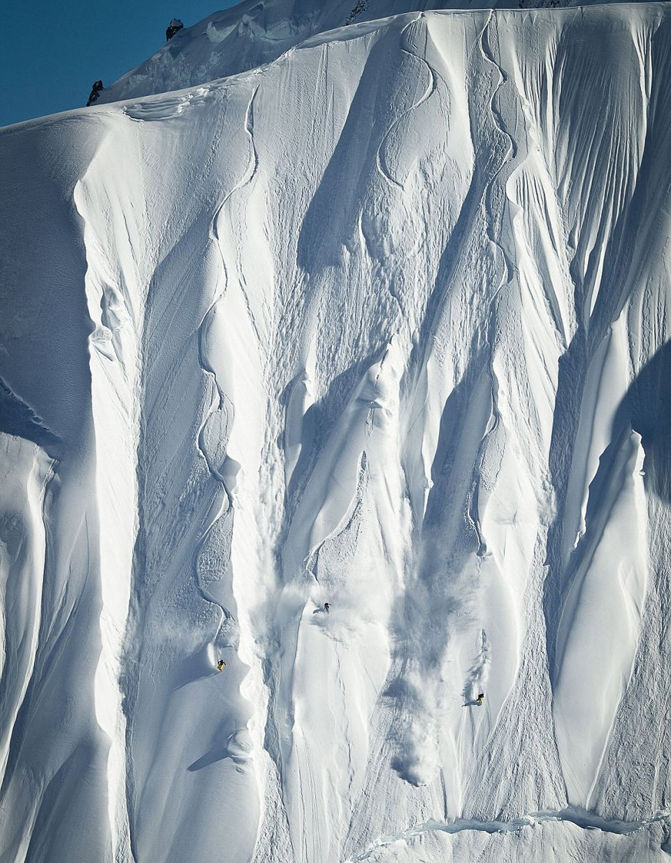 8first-snowboarders-to-conquer-vertical-alaskan-slope