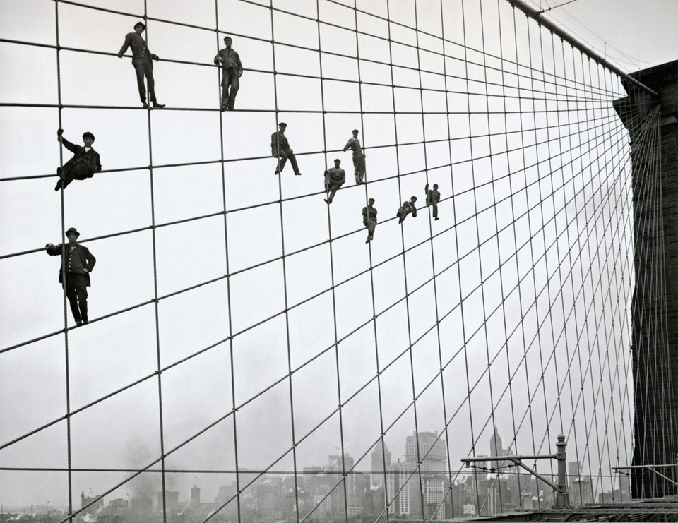 1painters-on-the-cables-of-the-brooklyn-bridge-1914