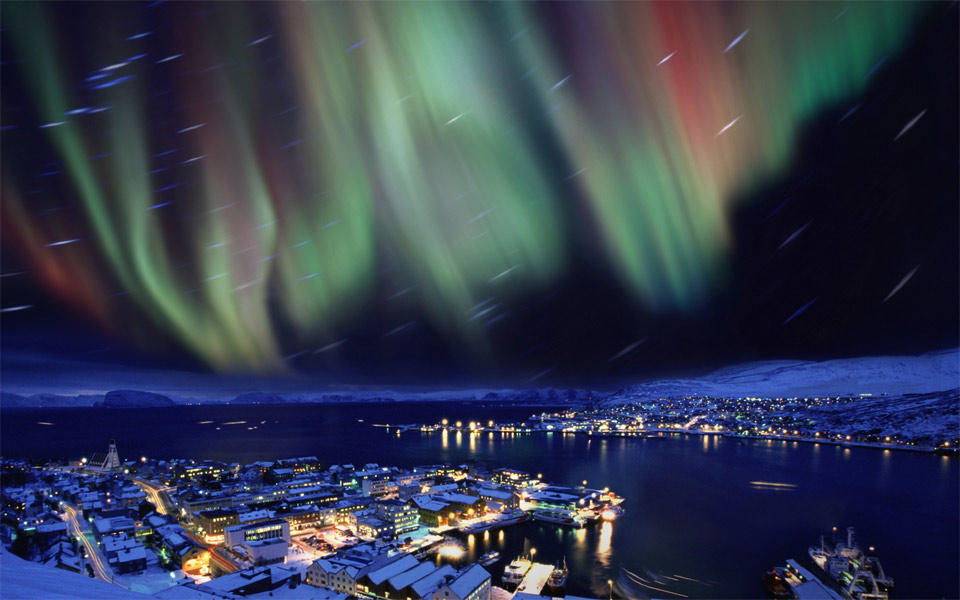 2aurora-borealis-in-the-skies-over-hammerfest-norway