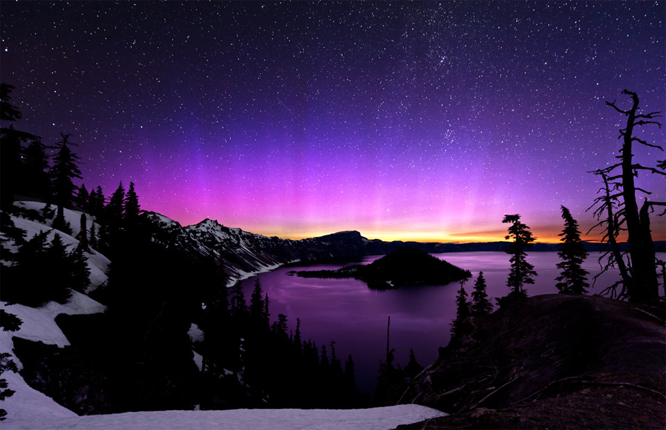 4aurora-borealis-and-the-milky-way-over-crater-lake