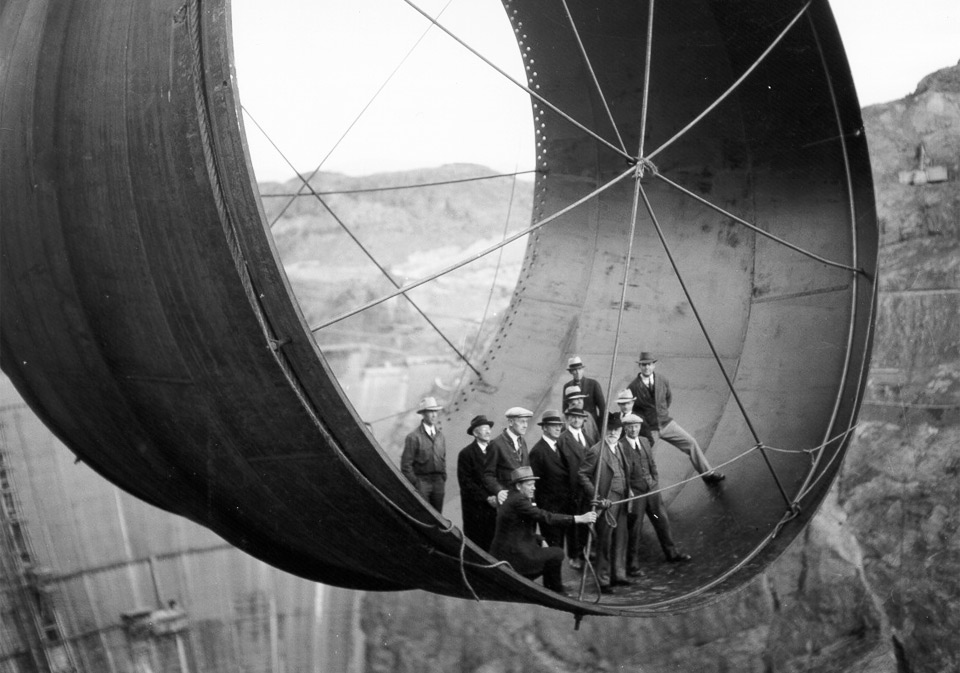5building-the-hoover-dam-1935