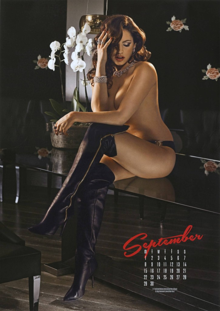 Kelly-Brook-2014-calendar-10-725x1024