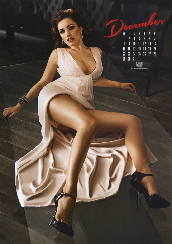 Kelly-Brook-2014-calendar-13-724x1024