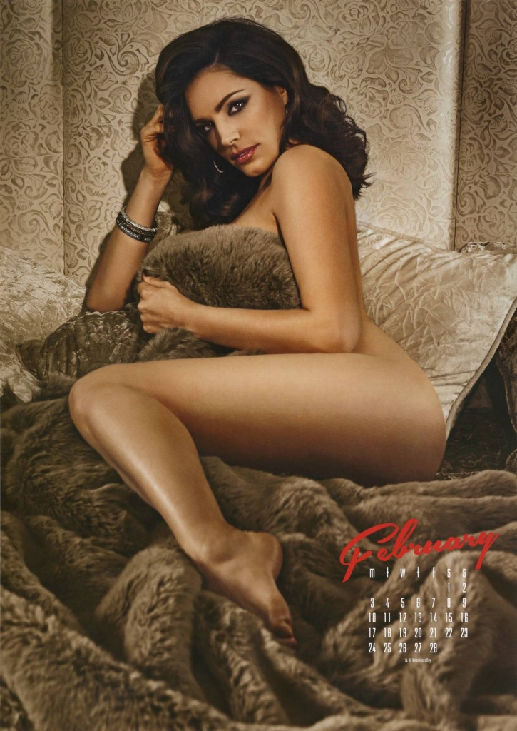 Kelly-Brook-2014-calendar-5-725x1024