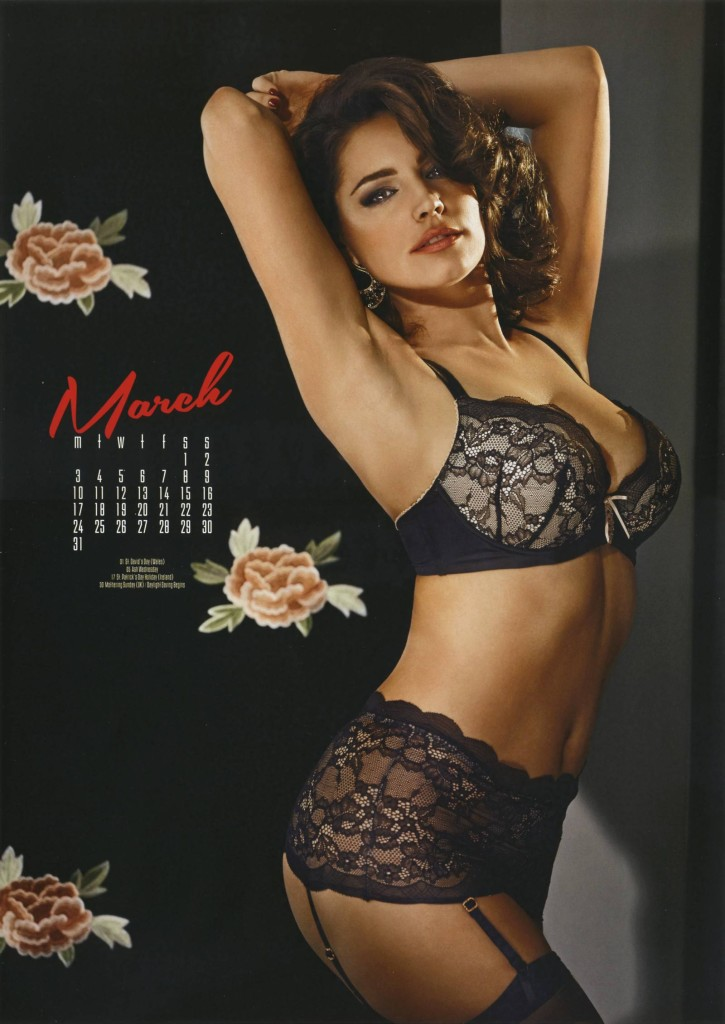 Kelly-Brook-2014-calendar-6-725x1024