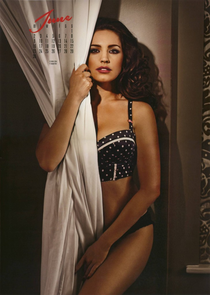 Kelly-Brook-2014-calendar-7-729x1024