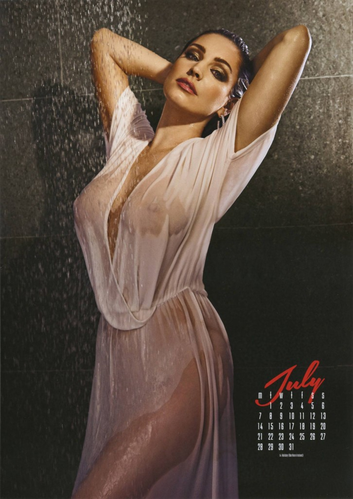 Kelly-Brook-2014-calendar-8-726x1024