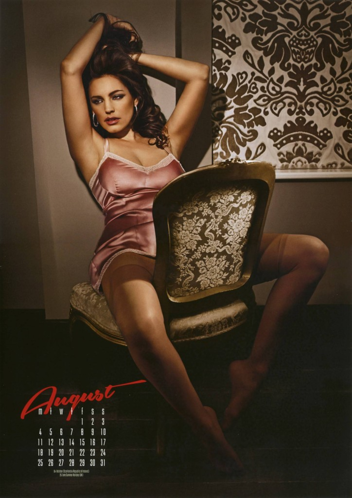 Kelly-Brook-2014-calendar-9-724x1024