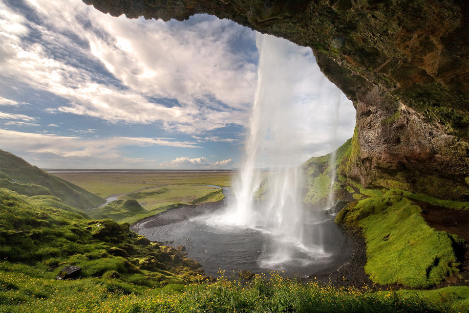 11iceland-waterfall