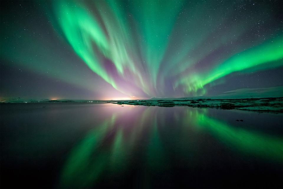 1northern-lights-over-thingvellir-national-park Природа «ледяной страны» - 35 пейзажных фотографий Исландии