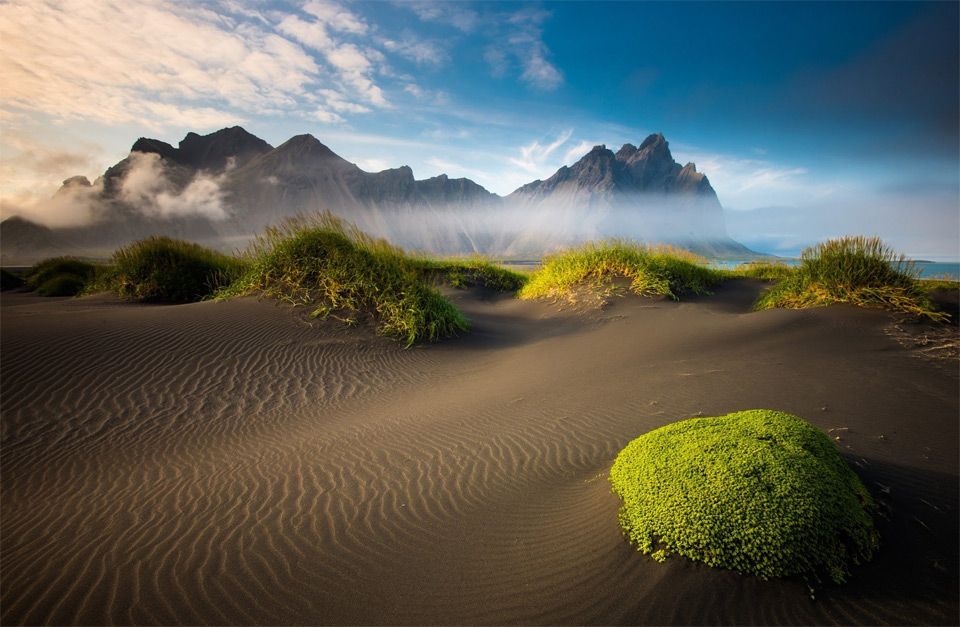 21fog-over-black-sand-beach-iceland Природа «ледяной страны» - 35 пейзажных фотографий Исландии