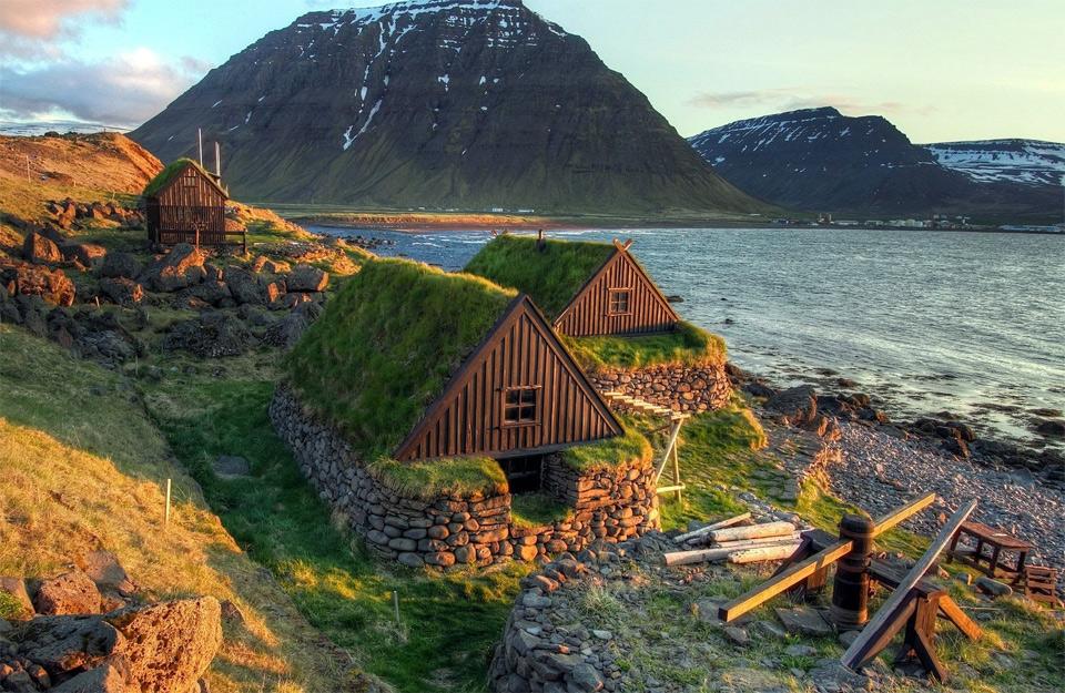 28icelandic-turf-houses Природа «ледяной страны» - 35 пейзажных фотографий Исландии