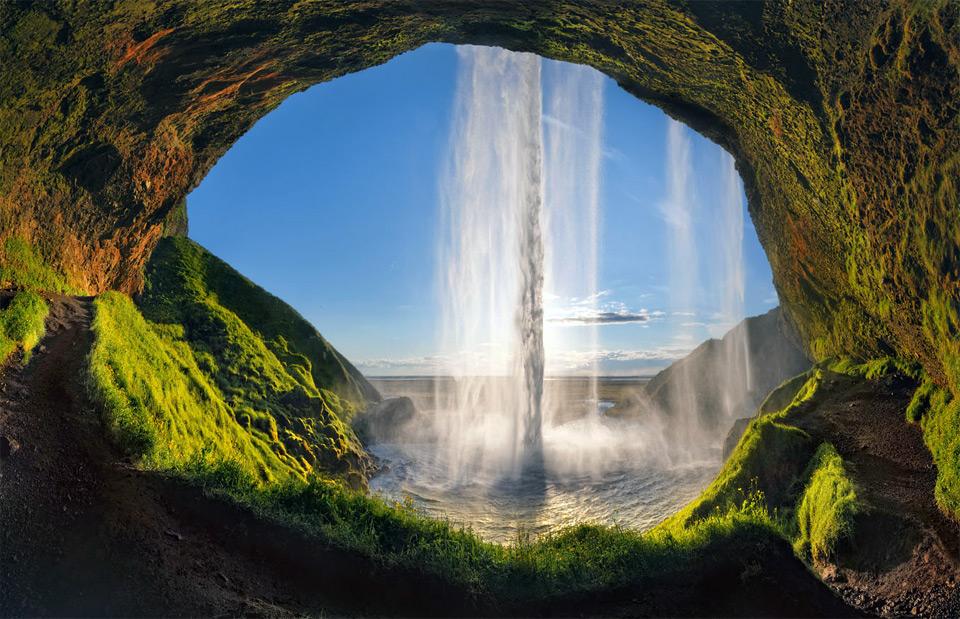 34seljalandsfoss-waterfall-iceland Природа «ледяной страны» - 35 пейзажных фотографий Исландии