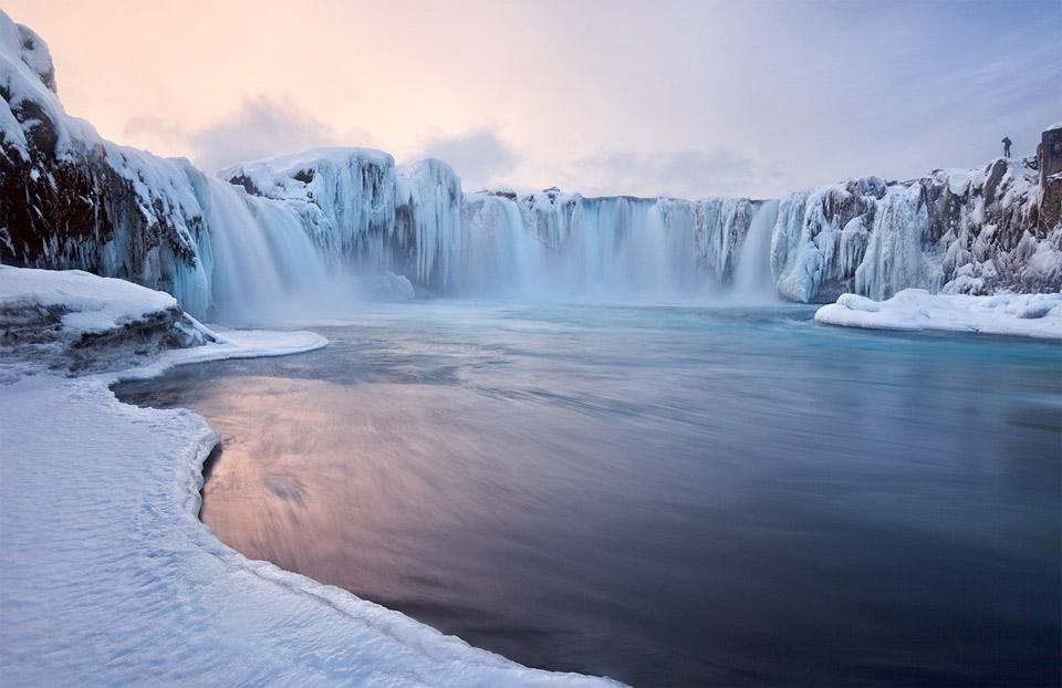 9godafoss-falls-iceland Природа «ледяной страны» - 35 пейзажных фотографий Исландии