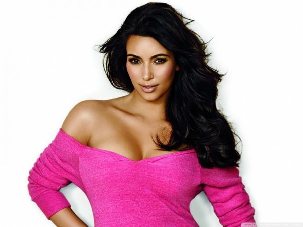 Sexy and Hot Kim Kardashian Wallpapers
