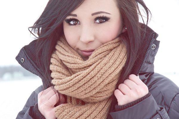 Девушка, брюнетка, взгляд, карие, глаза, красивая, шарф, зима.
