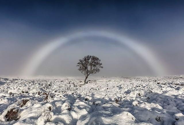 Белая радуга над Шотландией