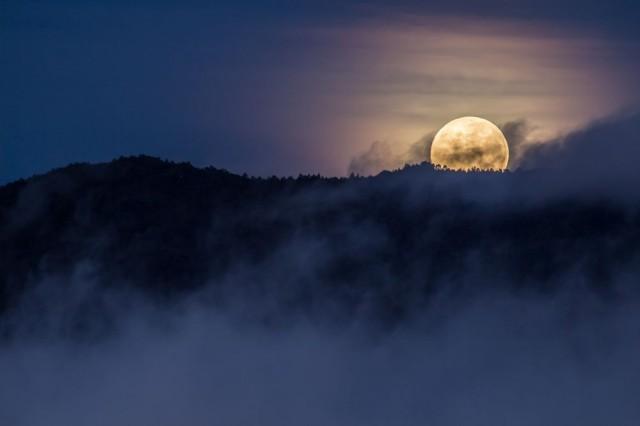 Прячущаяся Луна