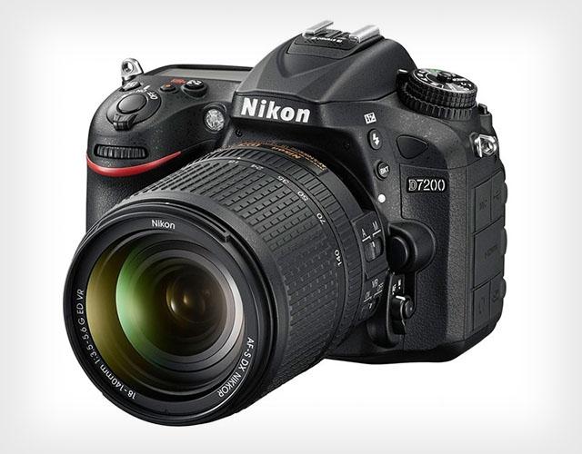 Зеркальный фотоаппарат Nikon D7200 для быстрой и качественной фото- видеосъёмки