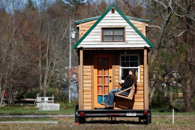 Эта пара путешествует в уютном домике на колёсах, который они построили за 20 000 долларов