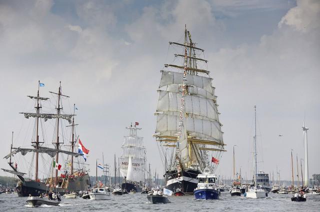 Сотни лодок и кораблей прибыли в Амстердам на зрелищный фестиваль парусников