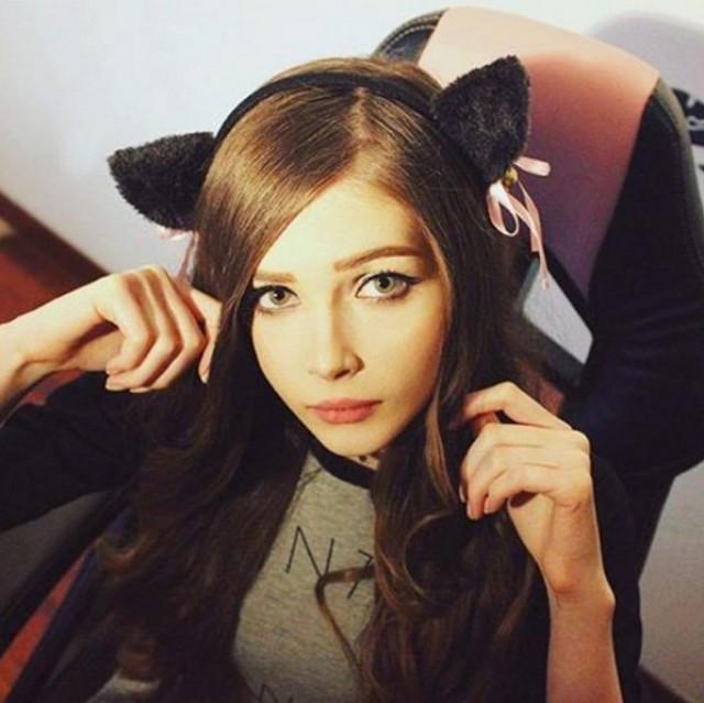 Как 18-летняя стримерша Карина заработала 850 тысяч рублей на видеоиграх