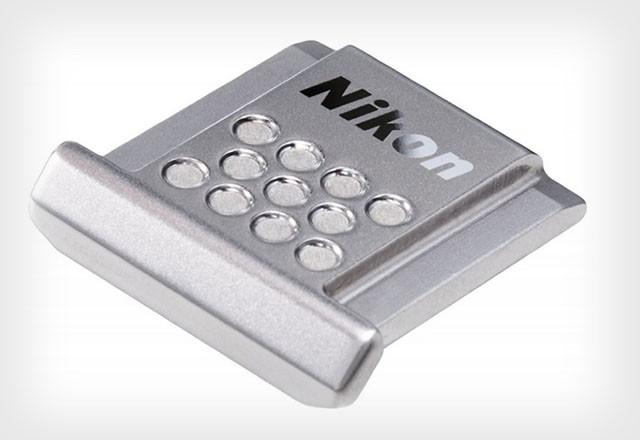 Nikon выпускает стильную крышку для горячего башмака зеркальных фотоаппаратов