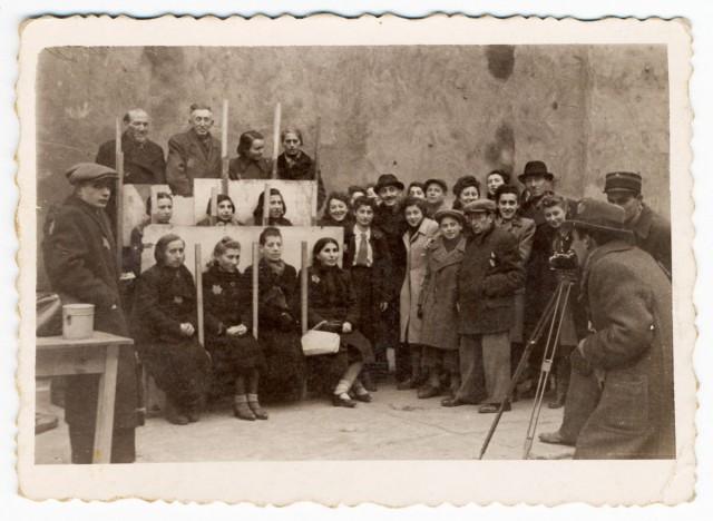 Раскопанные воспоминания: хроники Лодзинского гетто в фотографиях Генрика Росса