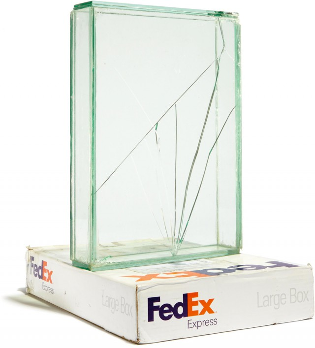 Битое стекло Уалида Бешти – современное искусство из коробок FedEx