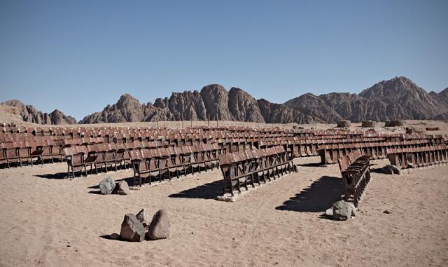 Заброшенный кинотеатр в пустыне полуострова Синай